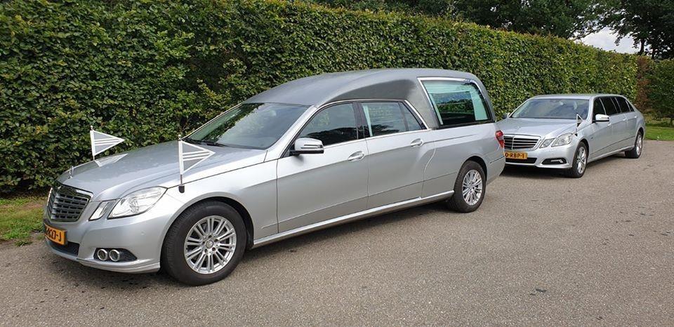 Rouwvervoer, rouwstoet, zilvergrijs, Mercedes