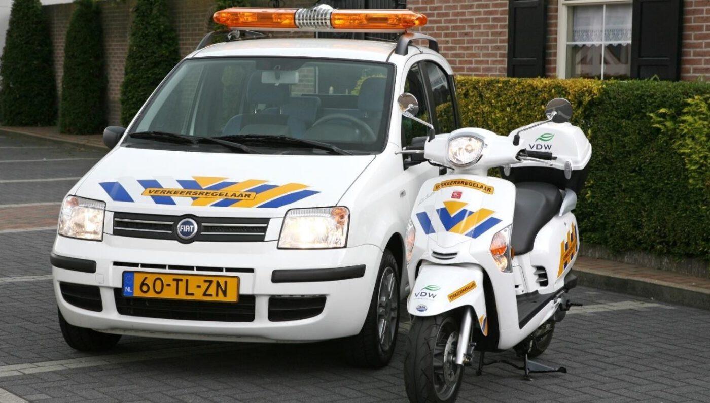 Verkeersbegeleiding, veilig, rouwstoet, brommers, auto, uitvaart